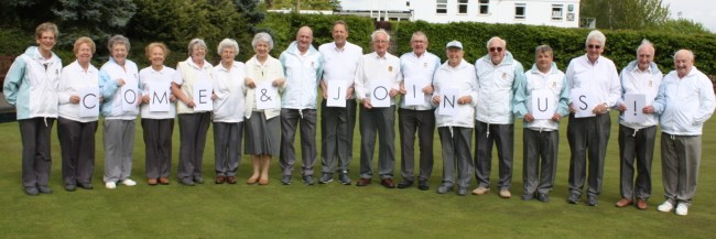 Members help to promote the 2014 open day by spelling out a message to budding bowlers.